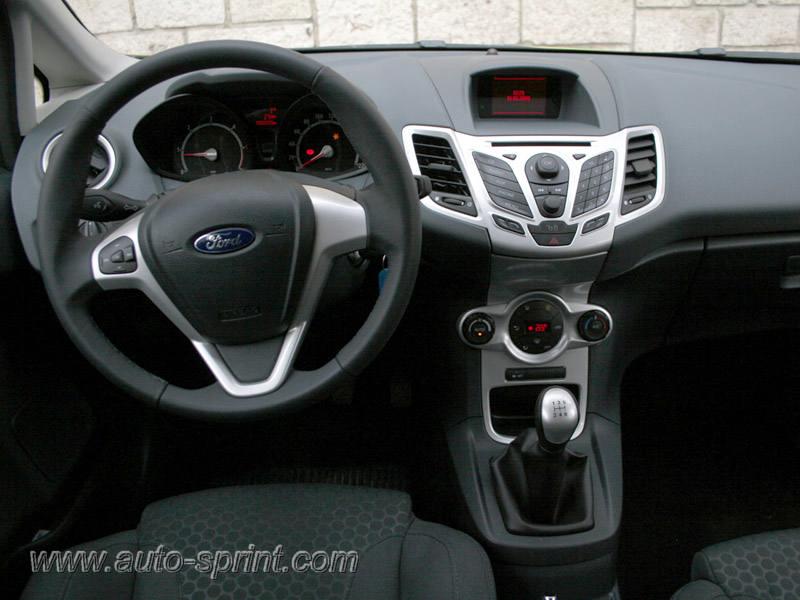 Hyundai Elantra Gas Mileage >> Fourtitude.com - 2011 Hyundai Elantra Interior