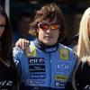 Fernando Alonso con las chicas PS2