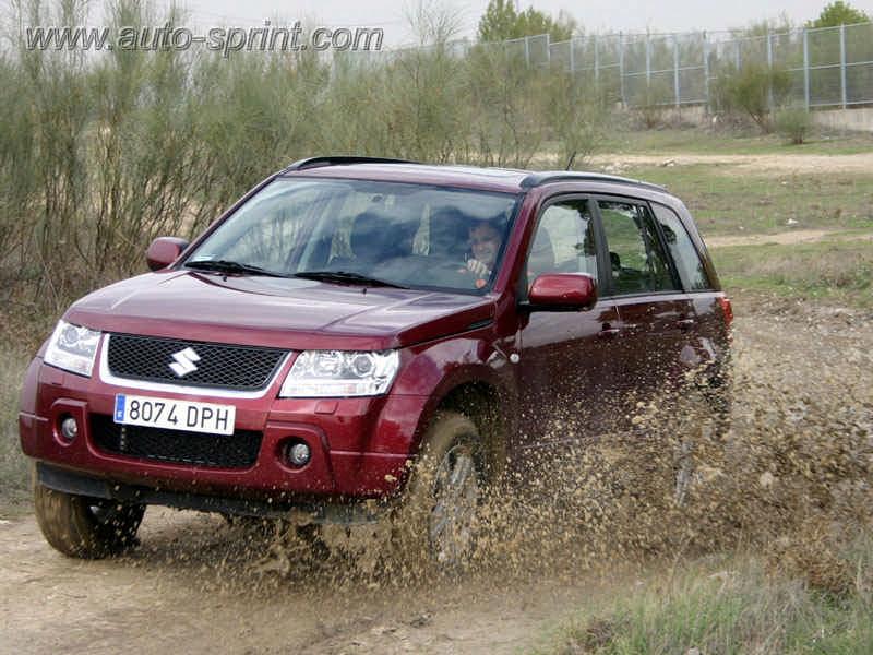 Suzuki Grand Vitara en el barro