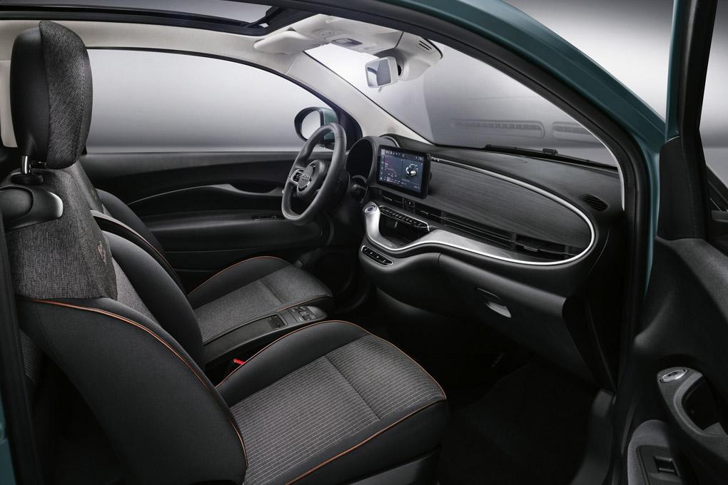 Interior del Fiat 500 eléctrico