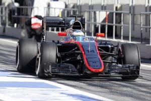 Fernando Alonso en los test F1 2015 en el Circuito de Montmeló