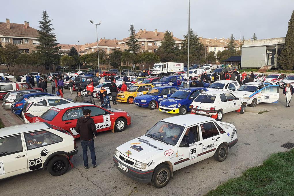 51 coches y 4 camiones en el Parque cerrado en el centro de Villanuieva del Pardillo