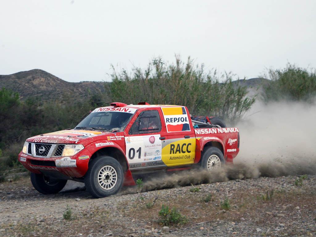 Nissan participaba en competición con un equipo oficial y una copa monomarca en Raids con los Navara.