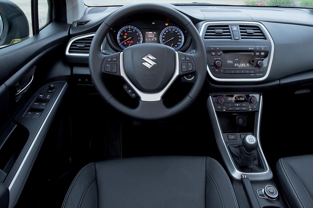 interior Suzuki S-Cross 2013