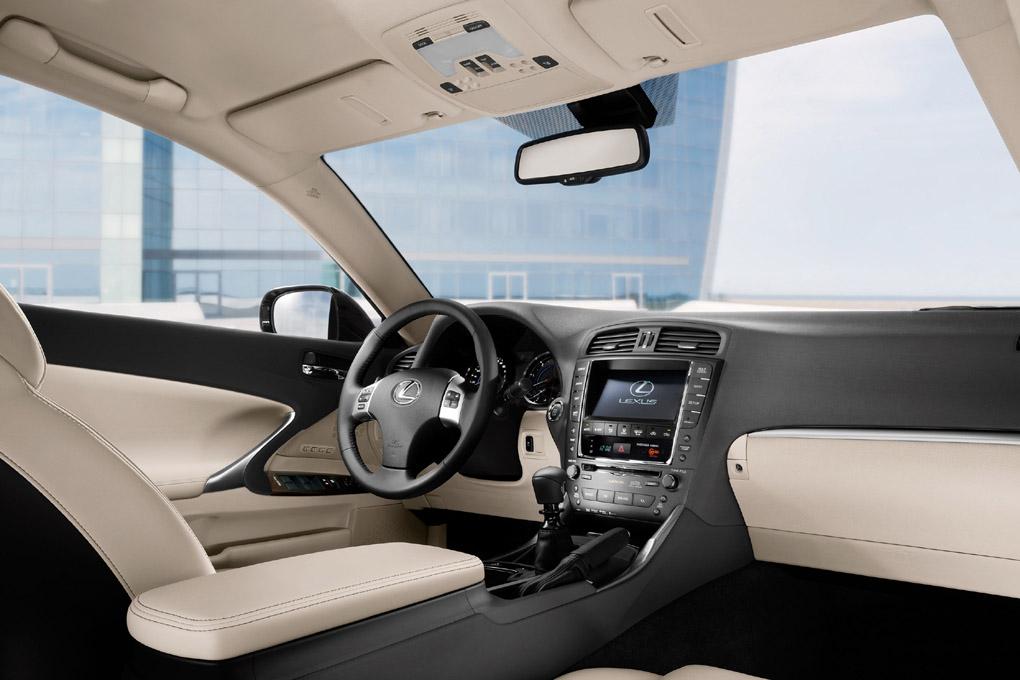 Lexus IS200d interior