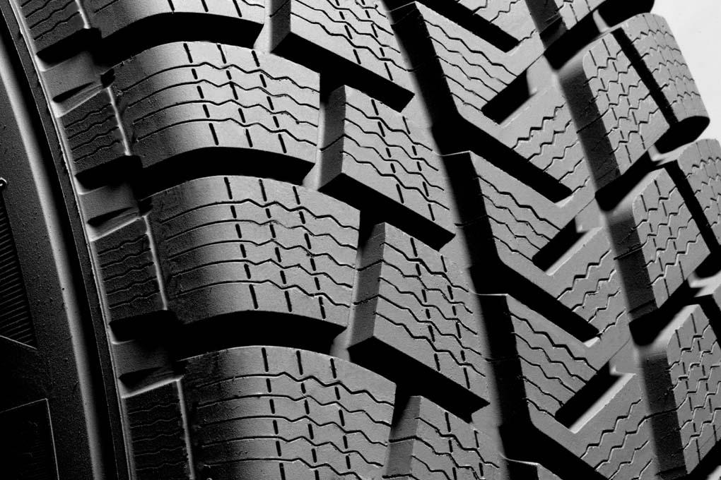 Detalle de neumático de invierno