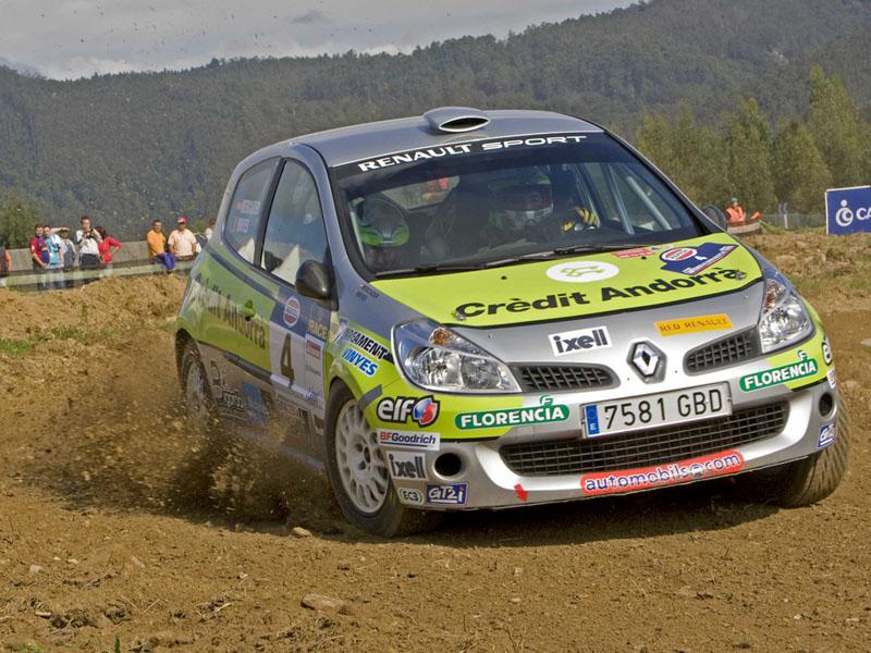 Joan Vinyes y Jordi Mercader acabaron en lo más alto del podio de la categoría de 2 ruedas motrices (7ª posición scratch) en la prueba que significaba el debut del Renault Clio R3 en el Campeonato de España de tierra. El piloto andorrano dominó con claridad su categoría, superando a Valdes-Bañobre (Ford Fiesta FT) y Villanueva-Muñoz (Peugeot 206), que le acompañaron en el podio, en más de 9 minutos.